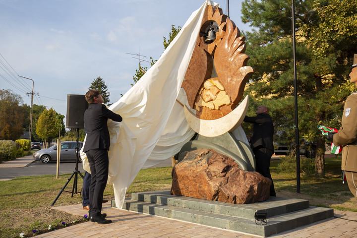 Trianon-emlékművet avattak Lengyeltótiban