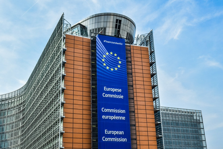 Varsó és Budapest közösen utasítja el az EB jogállamisági jelentését