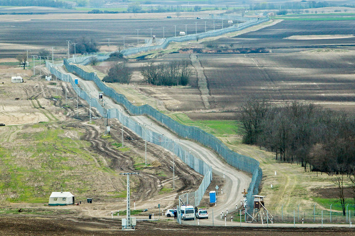 Kétszáznál több határsértő ellen intézkedtek a rendőrök a hétvégén