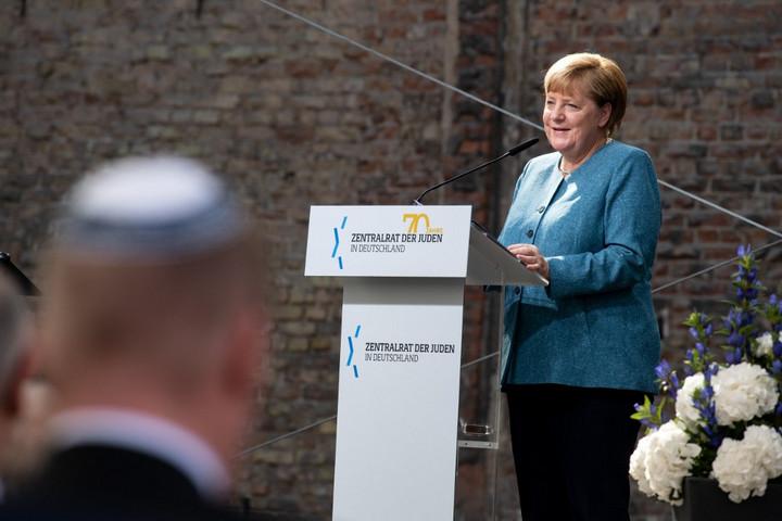 Merkel: Erősödik a zsidóellenesség Németországban
