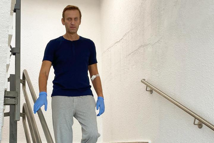 Navalnijt kiengedték a kórházból