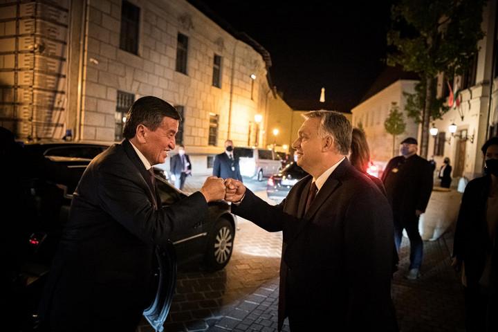 A kirgíz elnököt fogadta Orbán Viktor