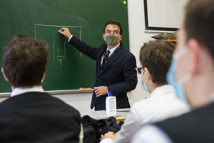 Becsengettek: Fél év után visszatért az élet az iskolákba