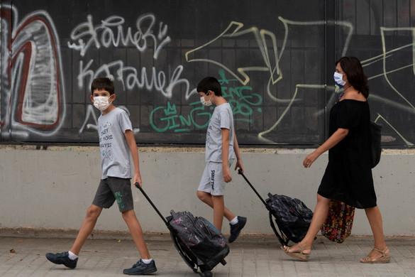 Világszerte már elérte a 33,8 milliót a fertőzöttek száma