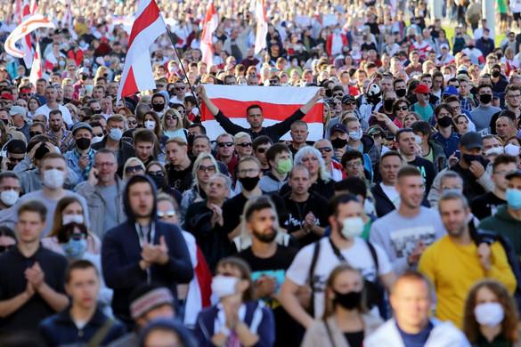 Ismét tízezrek tüntettek Minszkben az elnök távozását követelve