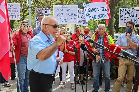 Testőrökkel védte az MSZP elnöke sajátjaiktól a pártszékházat