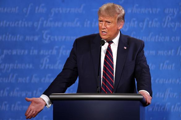 Törölték a második elnökjelölti vitát, Trump folytatja a kampányt