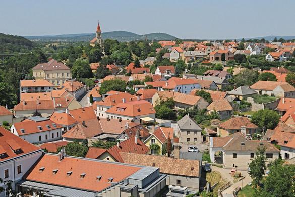 Debrecen és Veszprém a legdrágább városok között