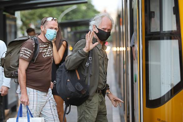 A járványügyi óvintézkedések betartására figyelmeztet az Emmi