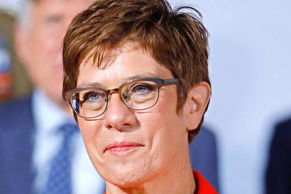 Óva intette utódjelöltjeit a CDU-elnök
