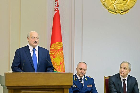 Nem adja át a hatalmat Aljakszandr Lukasenka államfő