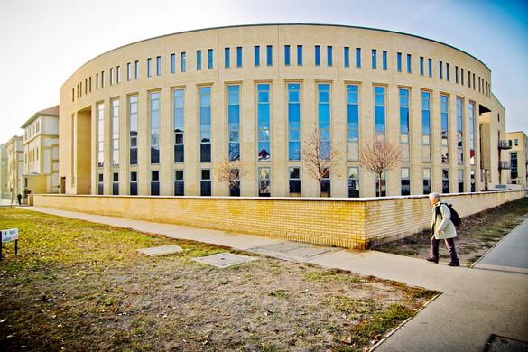 Újabb sugárterápiás gépet kapott az Uzsoki utcai Kórház