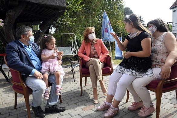 Herczegh Anita: Nagyon fontos, hogy a fogyatékossággal élő gyermekek családban nőjenek fel