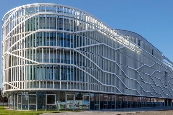 A Neumann János Egyetemen sikeres volt az azonnali digitális átállás