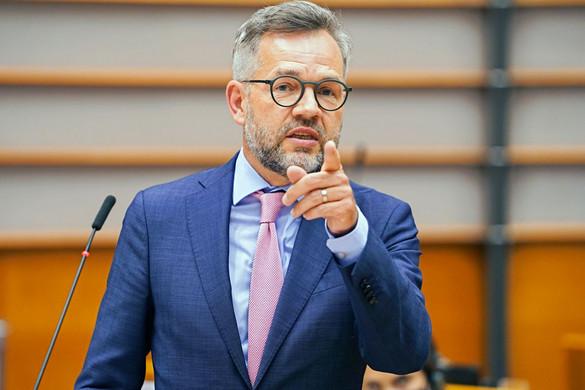 Ismét Magyarországot fenyegette Michael Roth