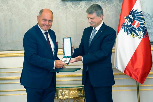 Magas állami kitüntetést adott át az osztrák alsóház elnökének Kövér László