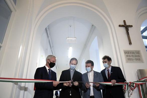 Több mint egymilliárd forintból megújult a Szent Gellért Katolikus Általános Iskola és Gimnázium