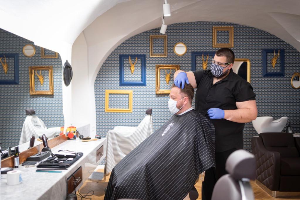 Szlovéniában továbbra is kötelező a szájmaszk viselése zárt és nyitott térben egyaránt