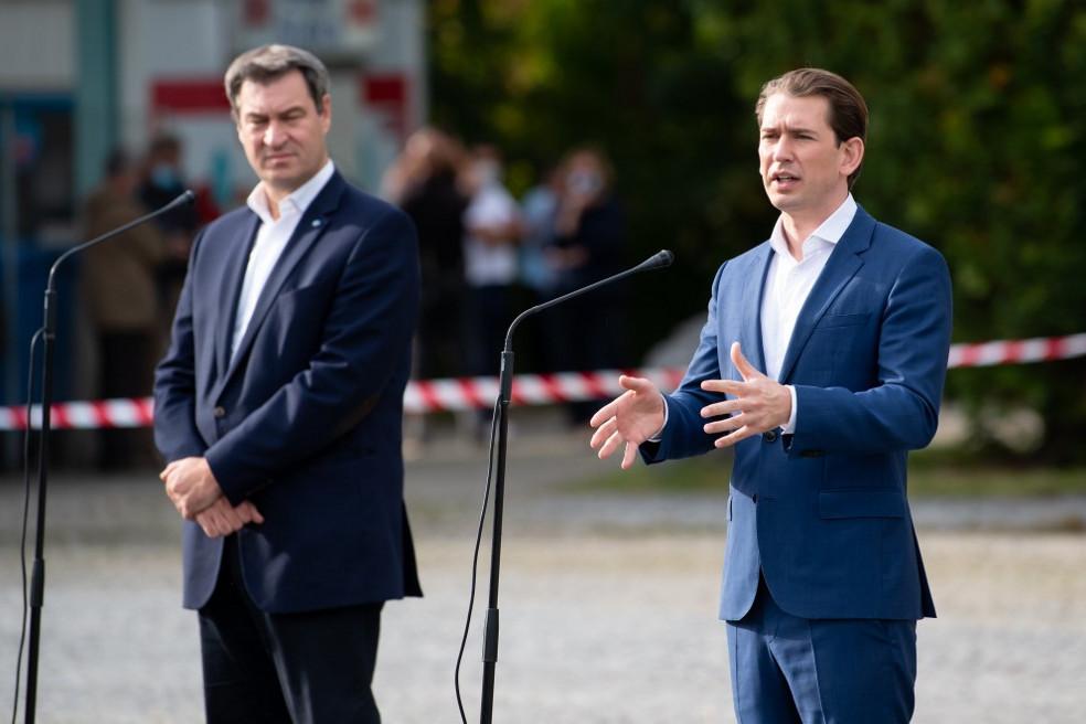 Markus Söder Sebastian Kurz osztrák kancellárral (jobbra) közösen tartott sajtótájékoztatót