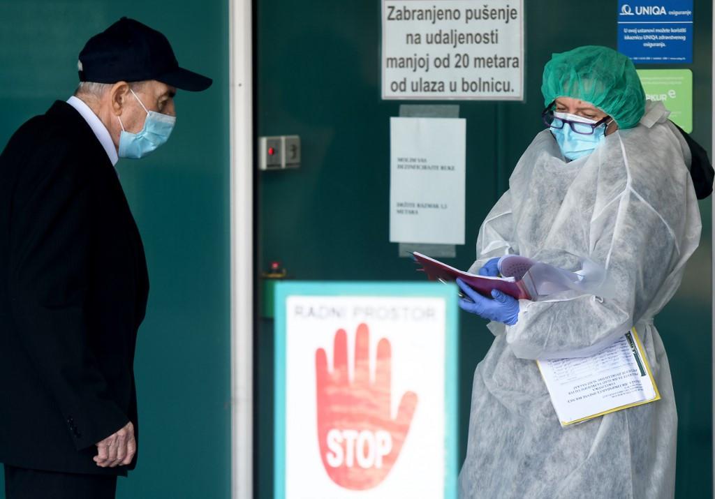 Horvátországban a válságstáb jelentése szerint egy nap alatt, péntekre 1867-tel nőtt és elérte a 22 910-et az azonosított fertőzöttek száma