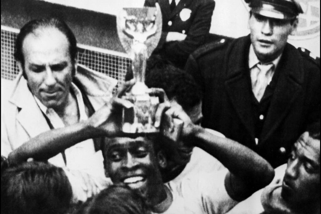A győztesnek járó Rimet-kupával az 1970-es vb-döntő után