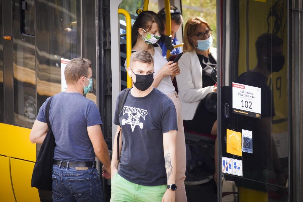 Lengyelországban egy nap alatt 561-gyel 3719-re nőtt a koronavírus miatt kórházakban kezeltek száma