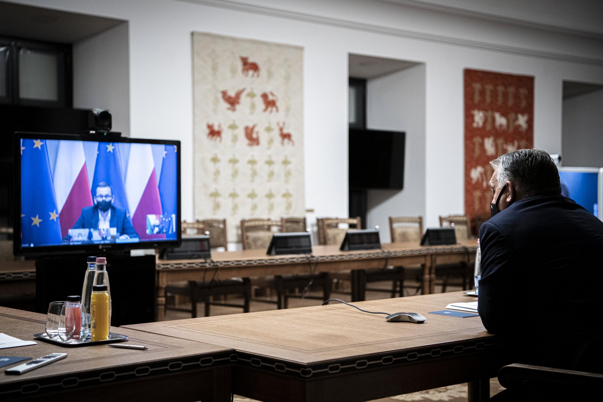 Orbán Viktor miniszterelnök videókonferencián egyeztet a visegrádi partnerekkel