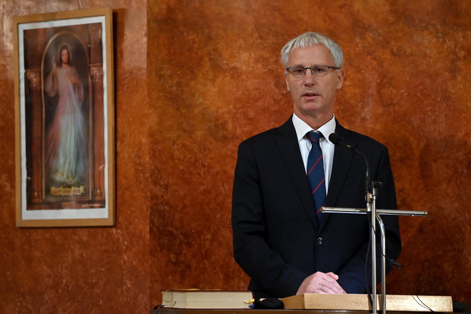 Soltész Miklós, a Miniszterelnökség egyházi és nemzetiségi kapcsolatokért felelős államtitkára beszédet mond