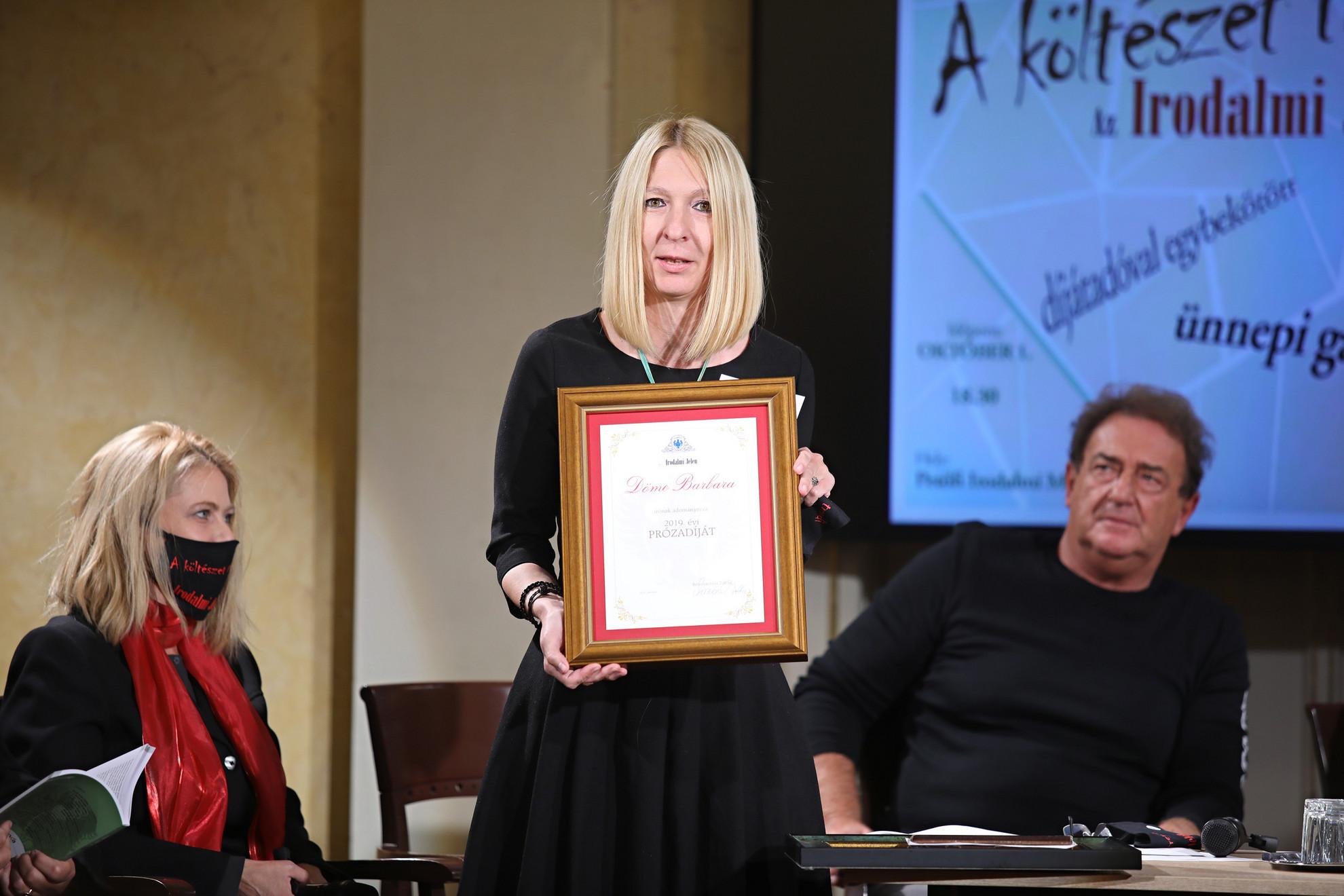 Döme Barbara vehette át az Irodalmi Jelen idei próza-díját