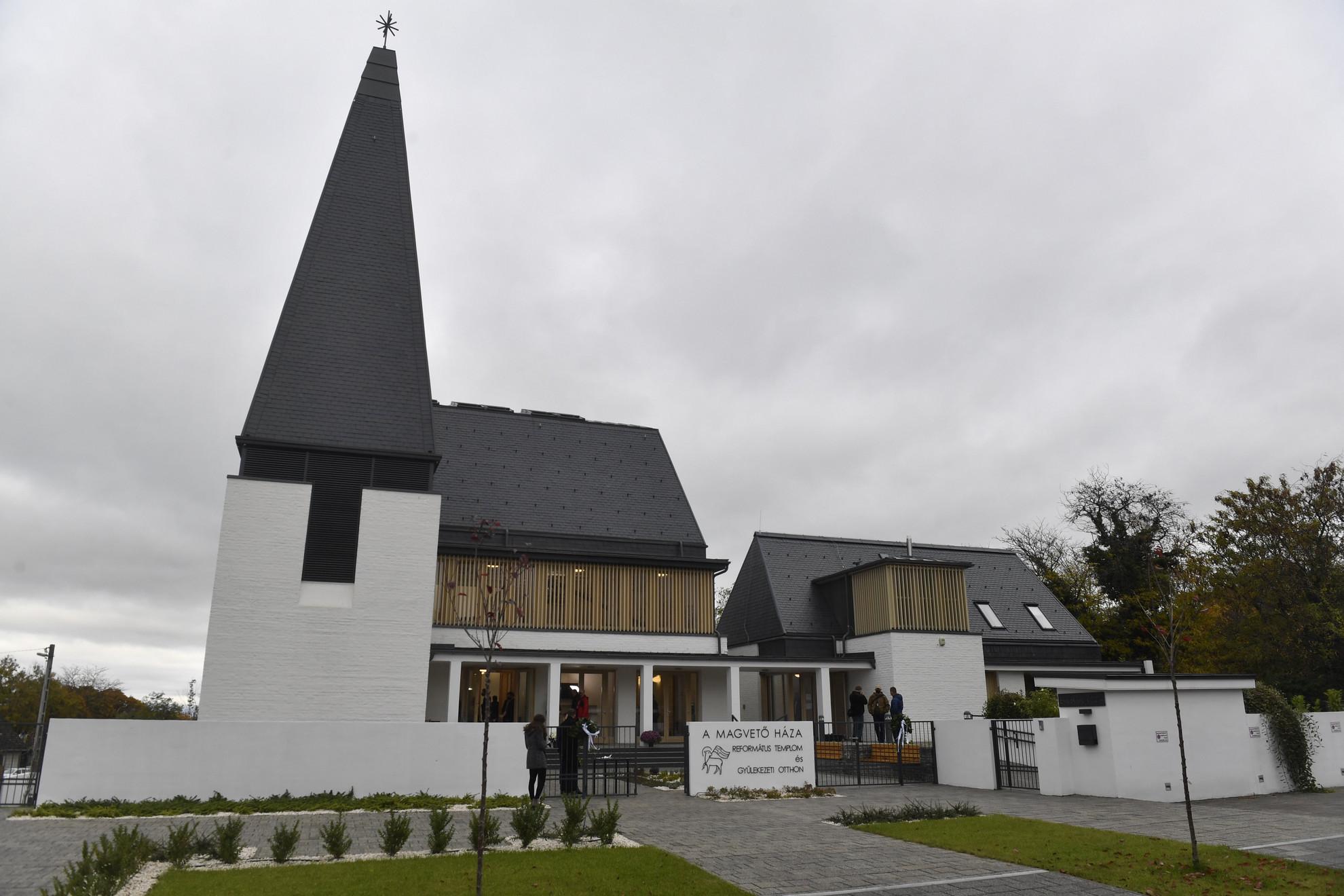 A csömöri református templom, ahol hálaadó istentiszteletet tartottak a templom felépüléséért 2020. október 31-én