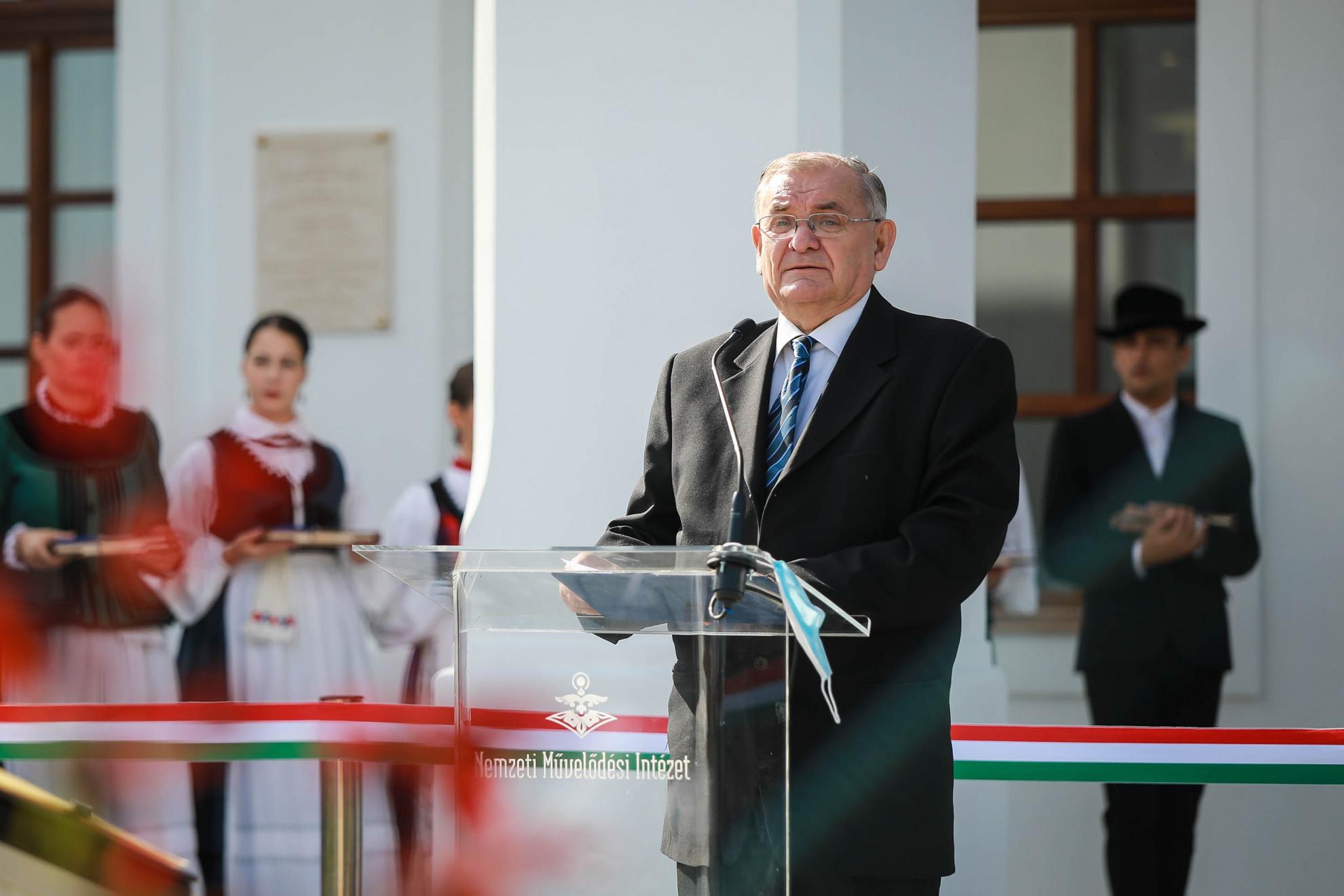 Lezsák Sándor, az Országgyűlés alelnöke és a Lakitelek Népfőiskola Alapítvány elnöke