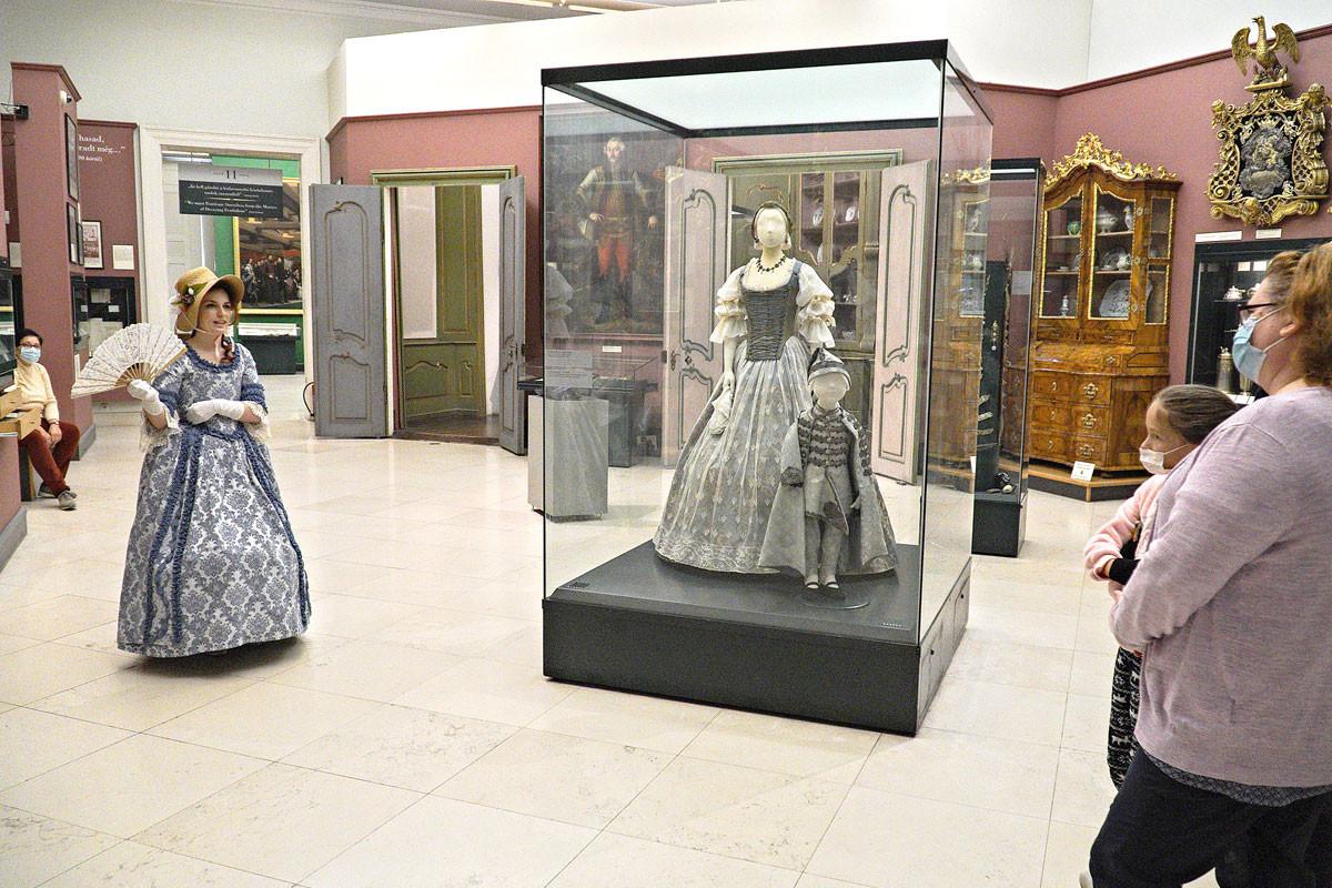 A magyar történelem legnagyobb nőalakjainak sorsán keresztül nyerhettek betekintést a különböző korokban elvárt női szerepekbe a látogatók
