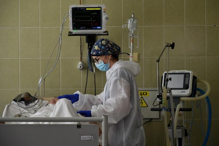 Világszerte már 49,8 millió a fertőzöttek száma