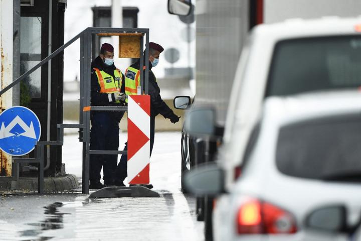 Meghosszabbították a határzárat december 1-ig