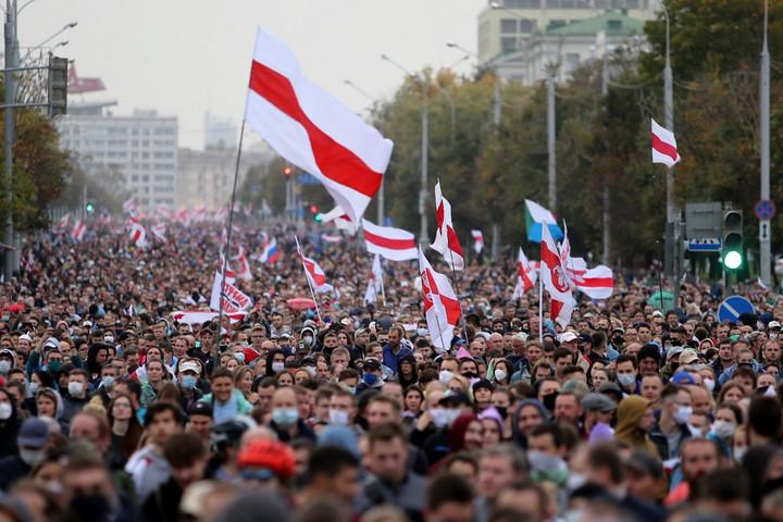 Ismét tízezrek tüntettek Minszkben Lukasenka ellen