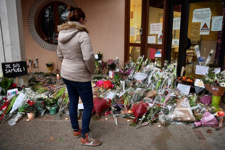 Sokkolta Franciaországot a történelemtanár elleni merénylet