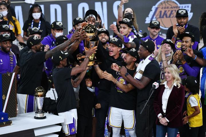 Tíz év után újra bajnok Los Angeles Lakers