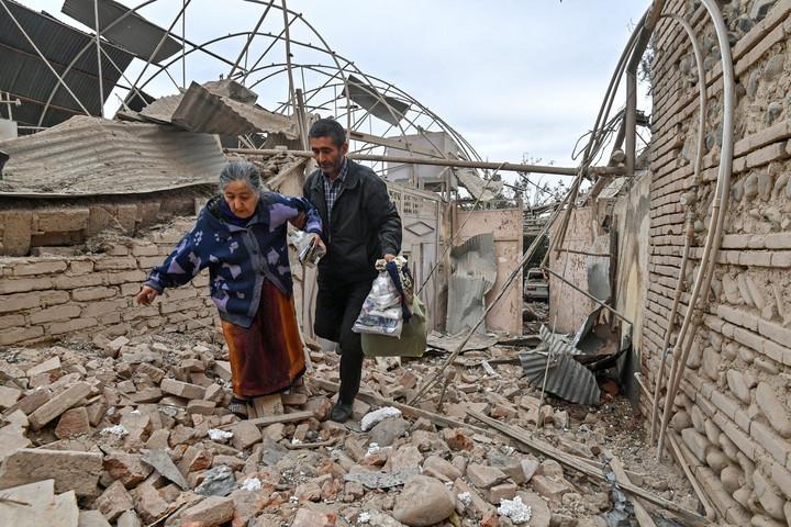 A hegyi-karabahi konfliktus elől menekülő örményeknek segít hazánk, az azeriek a szakadár fővárost támadják