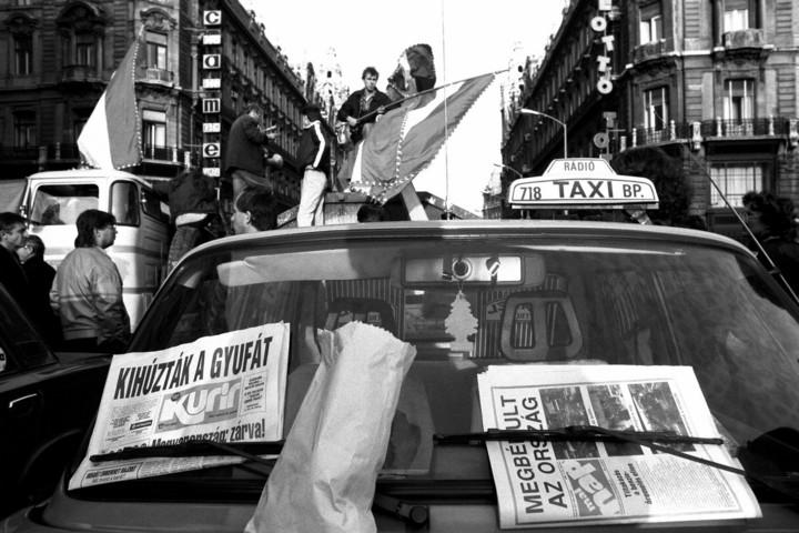 Taxisblokáddal az új kormány megdöntéséért