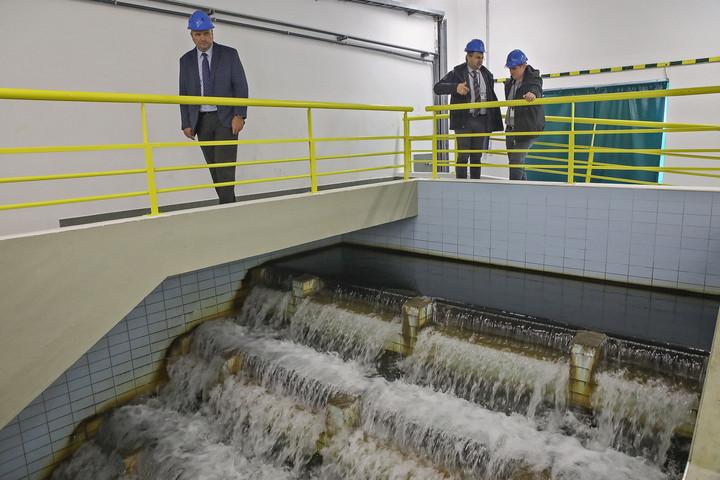 Padlóra küldené a víziközmű-szolgáltatást azellenzék