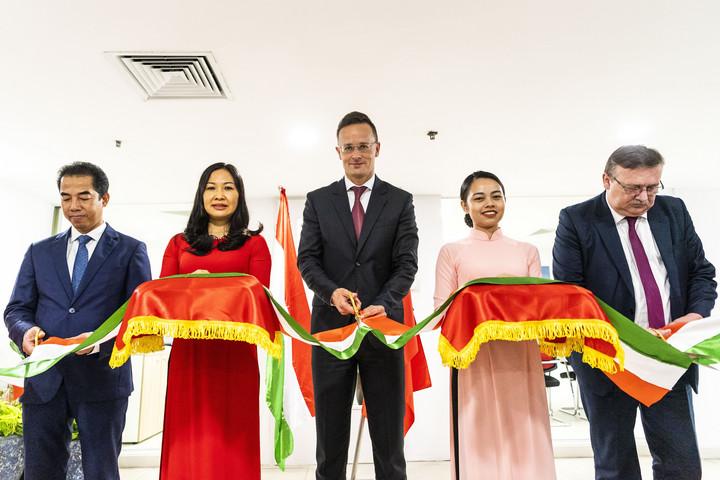 Szijjártó Péter átadta Hanoiban a magyar nagykövetség új, kibővített konzuli részlegét