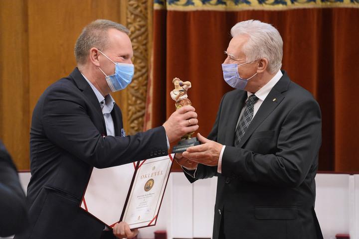 """Átadták """"Az Országház Bora 2020"""" borkiválasztás elismeréseit"""