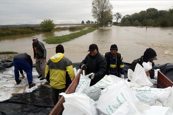 Településeket és utakat zárt le az árvíz