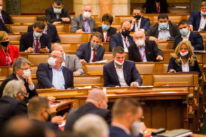 A parlament előtt a törlesztési moratórium meghosszabbításáról szóló törvényjavaslat