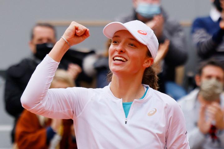 Mindkét női elődöntő kétszettes volt, Swiatek és Kenin vívja a döntőt