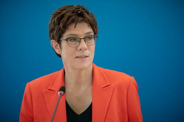 Bírálta a német CDU elnökjelöltjeit Annegret Kramp-Karrenbauer