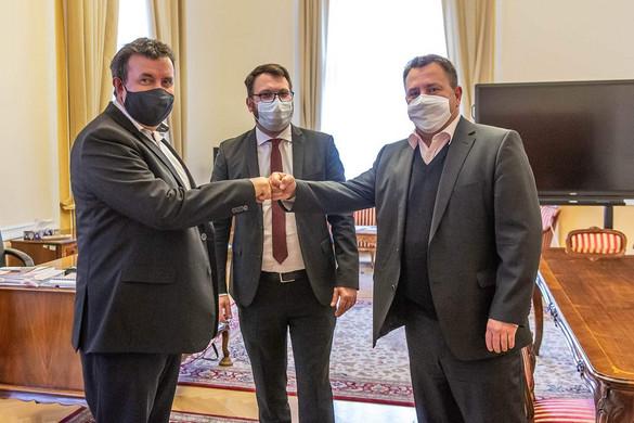 A kormány támogatja a budapesti taxisokat