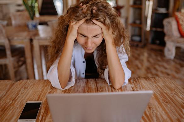 Több oka is lehet a munkahelyi migrénnek