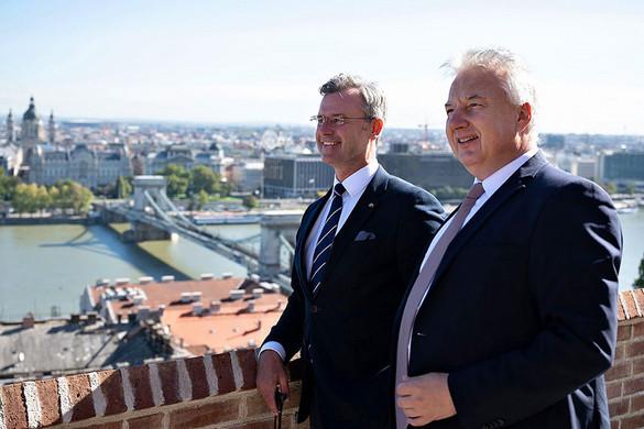 Példaértékűnek tartja Magyarország migrációs politikáját Norbert Hofer, az Osztrák Szabadságpárt elnöke
