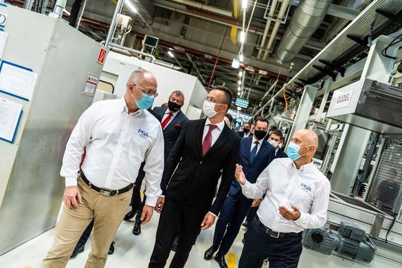 Szijjártó Péter újabb lehetséges beruházásokról tárgyalt a szentgotthárdi Opel-gyárban